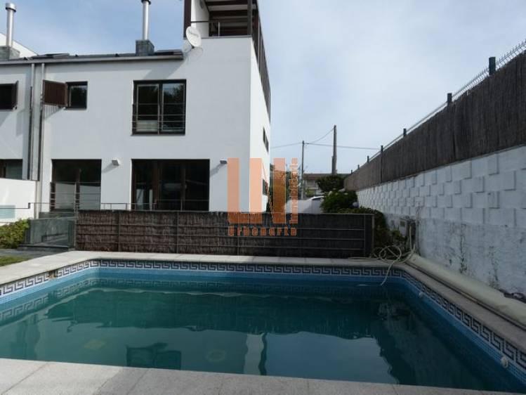 de 4 dormitorios con piscina privada