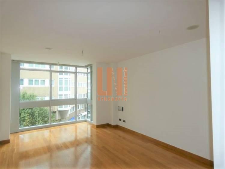 85m² útiles,2 dormitorios, garaje,trastero en el centro