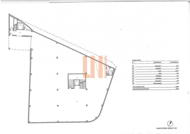 2382m² dividida en sótano, planta baja y bajo cubierta