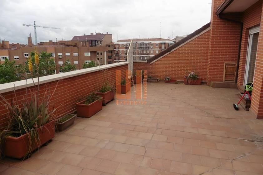 ACOGEDOR ATICO - Estudio de 50m2 con gran terraza 34m2
