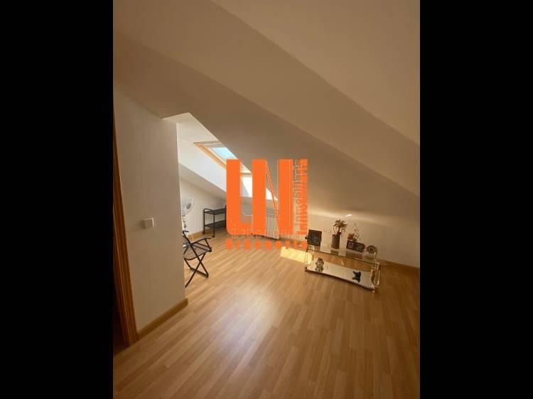 Bonito duplex de 4 dormitorios y 2 baños