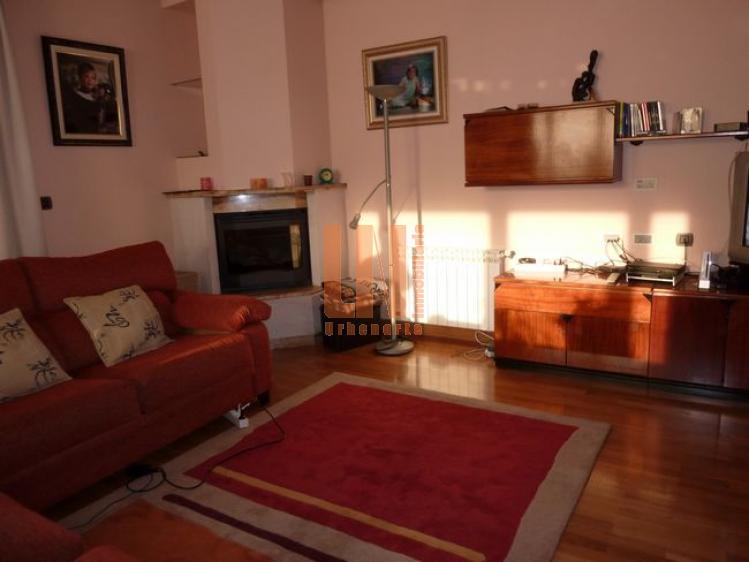 Independiente, 270 m². 5 dormitorios, garaje cubierto