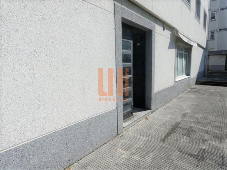58m² de local en planta baja y 8 m de fachada.