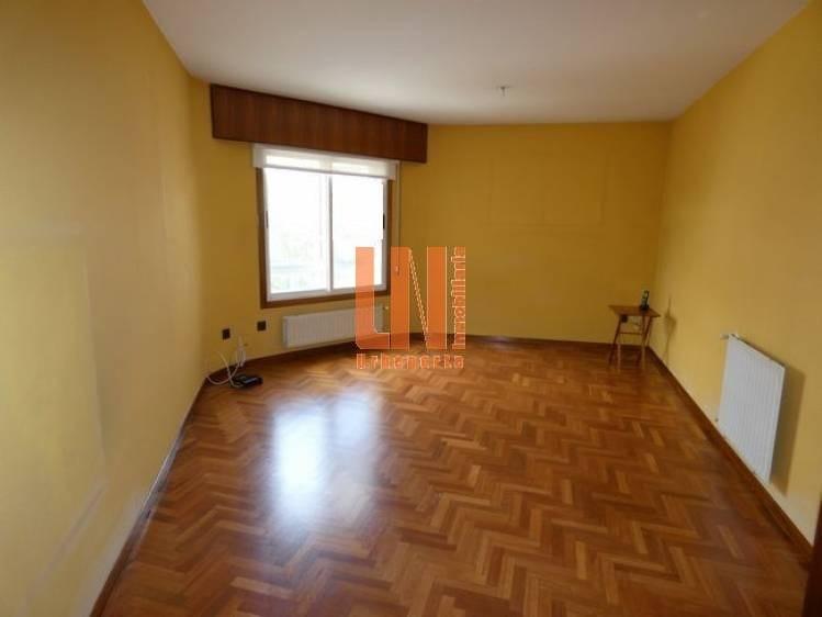 de 3 dormitorios con plaza de garaje y trastero.