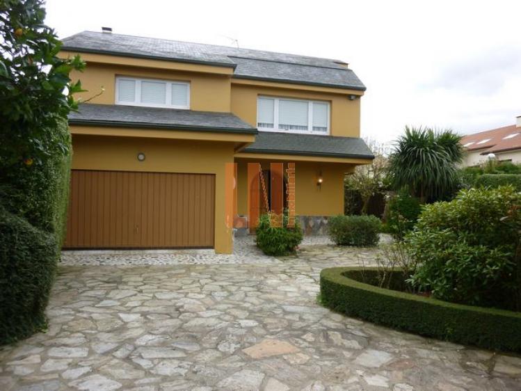 Se vende precioso chalet individual en Meirás de 235 m² de vivienda y 1000m² de parcela.