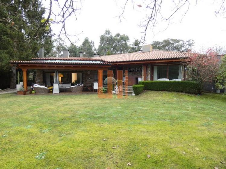 Parcela de 4.750m² con vivineda de 540m² en Montrove.